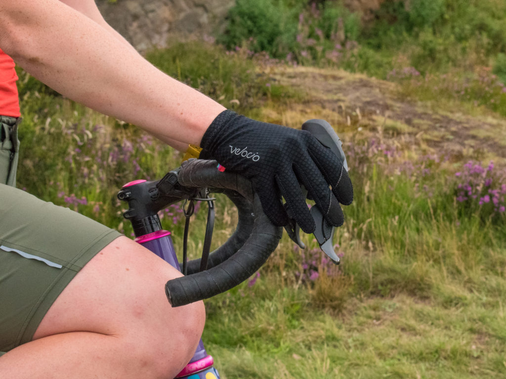 TRAIL Gloves in the ride position